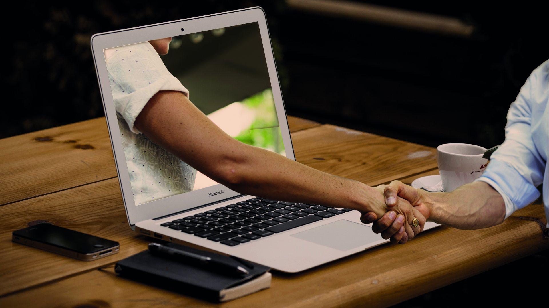 Kako pravilno organiziramo online meetinge?